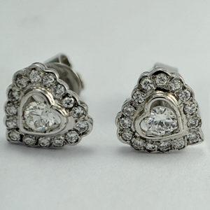 Tips Memilih Desain Anting Berlian sesuai Bentuk Wajah