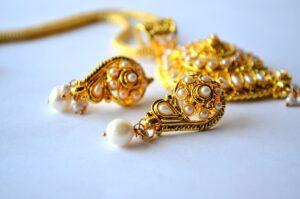 Tips Memilih Anting Emas Anak agar Aman saat Digunakan